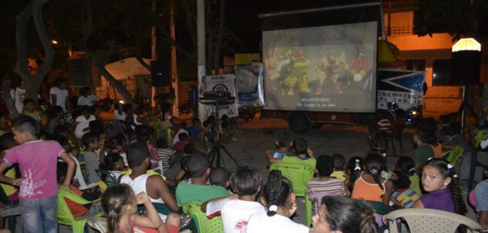La Cinemóvil expande los vasos comunicantes de la Cinemateca con el Caribe